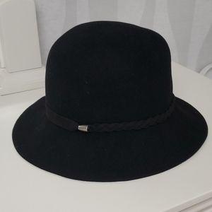 {Nine West} Black Hat